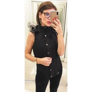 Lorna Jane Candy Hooded Puffa Vest in Black